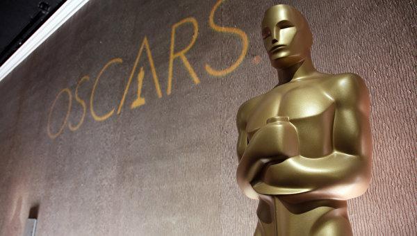 Статуэтка Оскара на обеде номинантов в отеле Beverly Hilton. Февраль 2016