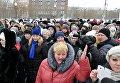 Родственники горняков принимают участие в митинге на центральной площади в Воркуте
