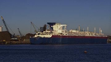 Танкер для транспортировки сжиженного природного газа в порту Эверетт, США. Архивное фото