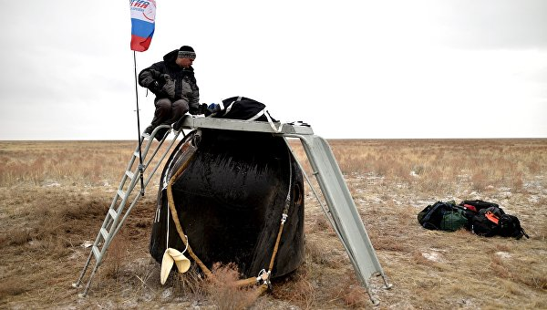 Капсула Союза ТМА-18М с экипажем МКС приземлилась в Казахстане