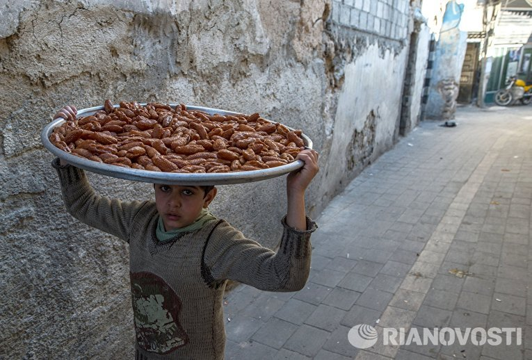 Мальчик на рынке в Старом городе