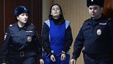 Гюльчехра Бобокулова (в центре), обвиняемая в убийстве 4-летней девочки Насте Максимовой, в зале Пресненского суда Москвы. Архивное фото