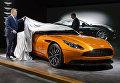 Генеральный директор Aston Martin Энди Палмер с новой моделью автомобиля DB11 на 86-м международном автосалоне в Женеве. Март 2016