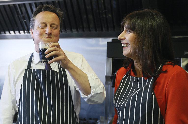 Премьер-министр Великобритании Дэвид Кэмерон и его жена Саманта. Уэльс. 2015 год