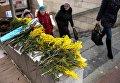 Предпраздничная торговля цветами на улице Лермонтова в Омске