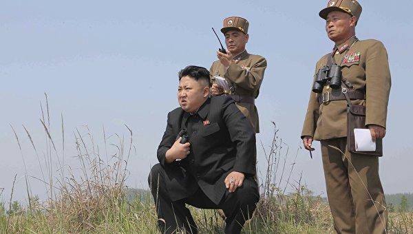 Лидер КНДР Ким Чен Ын руководит пуском ракет