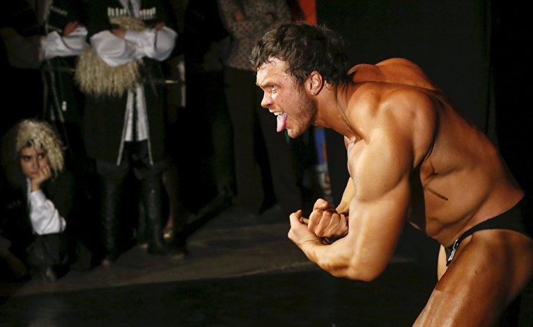 Участник соревнования по бодибилдингу в Красноярске