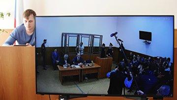 Экран монитора, на котором транслируется заседание по делу украинской летчицы Надежды Савченко
