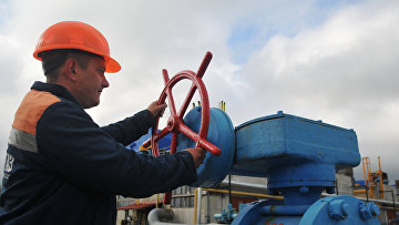 Сотрудник высокогорной газокомпрессорной станции Воловец в Закарпатской области