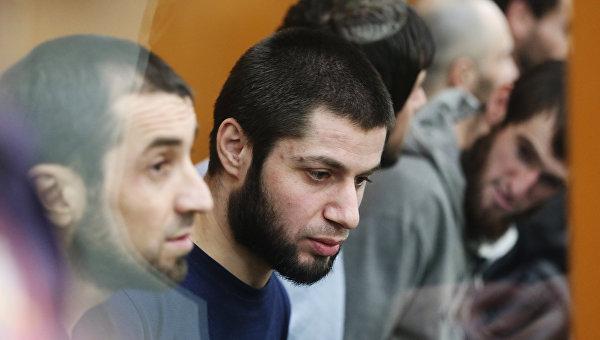 Обвиняемые в подготовке теракта на 9-ое мая 2014 года в Одинцово Семед Нурмагомедов, Азим Исмаилов, братья Вагид и Юсуф Гусейхановы и братья Асрет и Ильдархан Ризахановы в зале суда