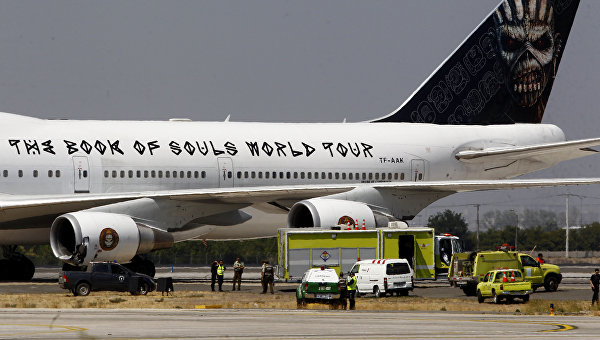 Boeing 747 группы Iron Maiden в аэропорту Сантьяго