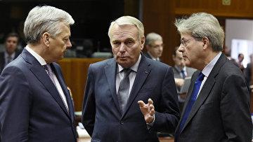 Министры иностранных дел Бельгии Дидье Рейндерс, Франции Жан-Марк Айро и Италии Паоло Джентилони на встрече глав МИД ЕС В Бельгии. 14 марта 2016