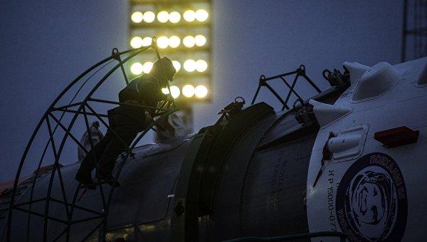 Ракета-носитель Союз-ФГ с пилотируемым кораблем Союз ТМА-20М установлена на первой Гагаринской стартовой площадке. Архивное фото