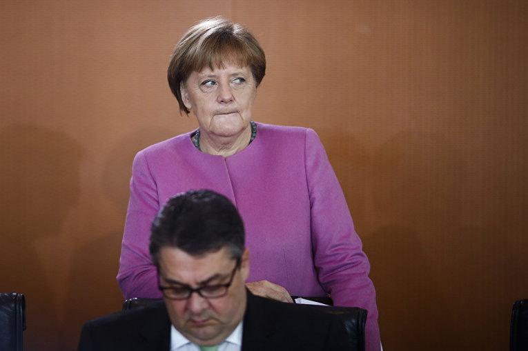 Канцлер Германии Ангела Меркель и министр экономики Зигмар Габриэль на заседании правительства Германии