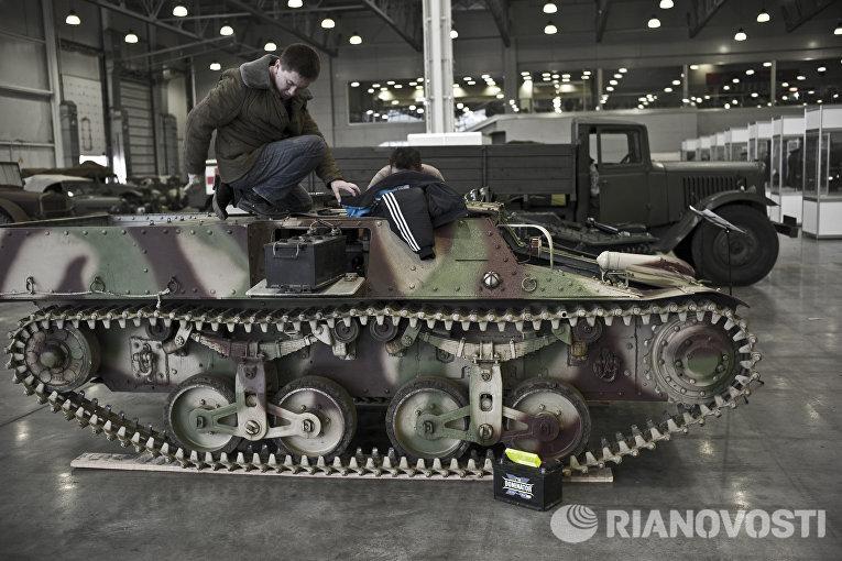 Французский легкий бронированный тягач Lorraine 37L на выставке Моторы Войны в выставочном центре Крокус Экспо в Москве