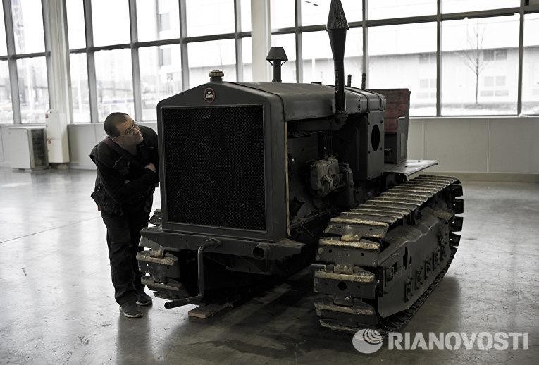 Немецкий трактор-тягач FAMO на выставке Моторы Войны в выставочном центре Крокус Экспо в Москве