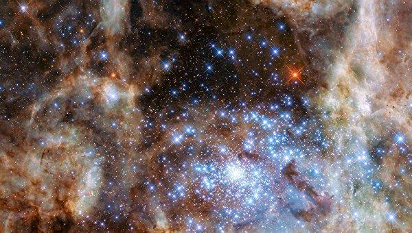 Скопление звезд R136 в туманности Тарантул