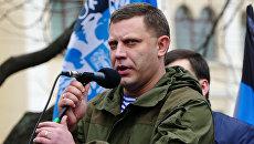 Глава Донецкой народной республики (ДНР) выступает на митинге-концерте, посвященном годовщине воссоединения Крыма с Россией, прошедшем в Первомайском сквере на центральной площади города