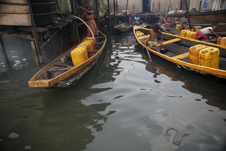Питьевая вода в Лагос Лагун, Нигерия