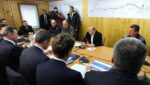 Президент России Владимир Путин проводит оперативное совещание
