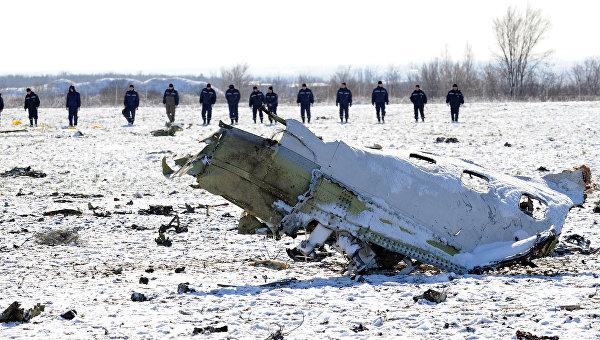 Поисковые работы на месте крушения лайнера Boeing 737-800, летевшего из Дубая. Архивное фото