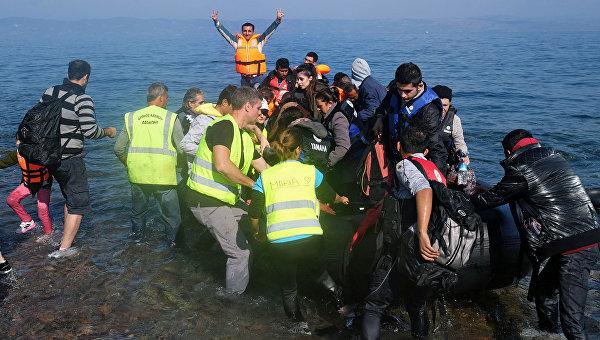Беженцы с Ближнего Востока прибывают на остров Лесбос. Архивное фото