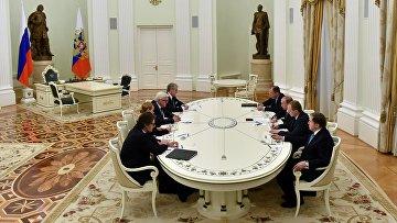 Президент России Владимир Путин и министр иностранных дел Германии Франк-Вальтер Штайнмайер в Кремле. 23 марта 2016