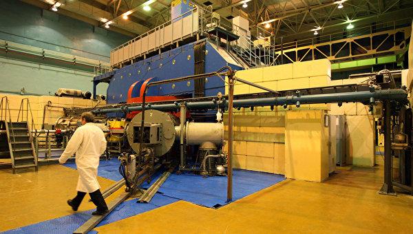 Изохронный циклотрон У-400М в Лаборатории ядерных реакций имени Г.Н. Флерова Объединенного института ядерных исследований в Дубне. Архив