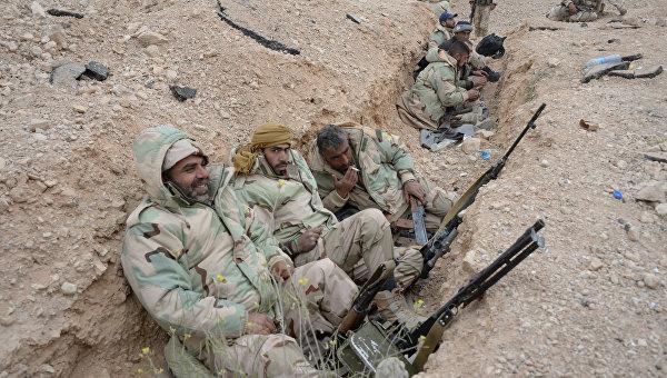 Бойцы Сирийской арабской армии и отряда народного ополчения Соколы пустыни. Архивное фото