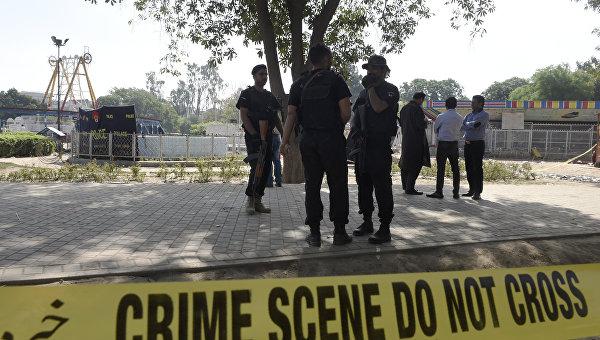 Полиция на месте взрыва в Лахоре, Пакистан