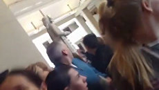 Посетители бросились к выходу из Капитолия во время инцидента со стрельбой