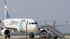 Самолет A320 компании EgyptAir в аэропорту Ларнаки, Кипр. Архивное фото