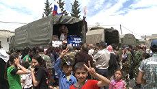 Российские военные раздали пакеты с продовольствием сирийцам в Хаме и Хомсе