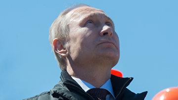 Президент России Владимир Путин выступает на космодроме Восточный после старта ракеты-носителя Союз-2.1а