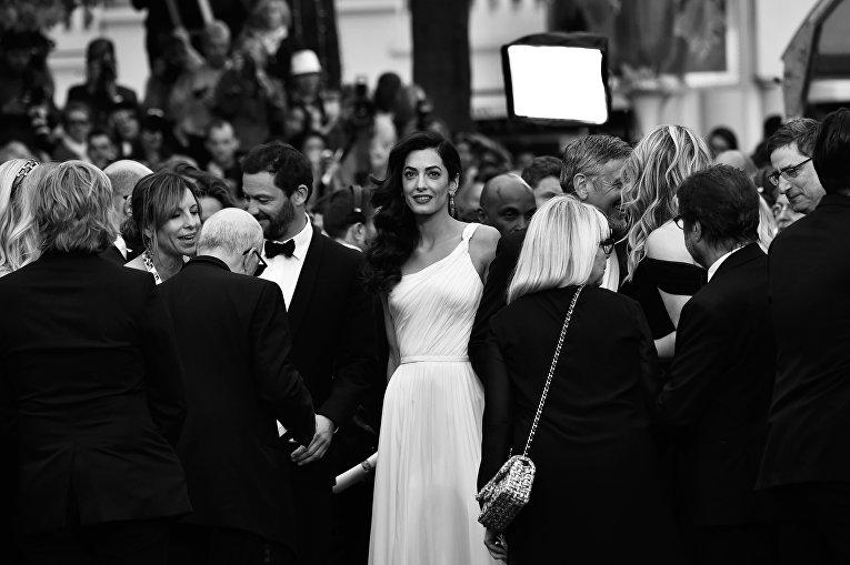 Британский юрист ливанского происхождения Амаль Клуни прибывает на показ фильма Финансовый монстр в рамках 69-го Каннского кинофестиваля