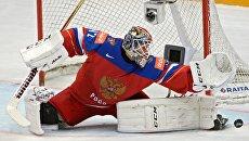 Вратарь сборной России Сергей Бобровский в матче группового этапа чемпионата мира по хоккею между сборными командами России и Швейцарии