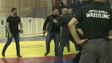 Мужики борцы видео в раздевалке фото 451-142