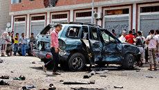 На месте взрыва в городе Аден, Йемен. Архивное фото