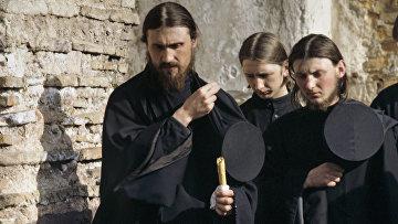 Вярващите в стените на манастира на Атон