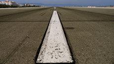 Взлетно-посадочная полоса аэродрома. Архивное фото