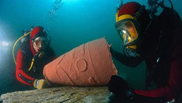 Археологи в бухте Александрии