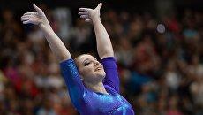 Алия Мустафина после завершения упражнения на бревне на чемпионате Европы по спортивной гимнастике в Берне
