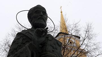 Памятник святителю Николаю Чудотворцу. Архивное фото