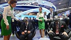 Посетители на стенде компании Россети на XIX Петербургском международном экономическом форуме