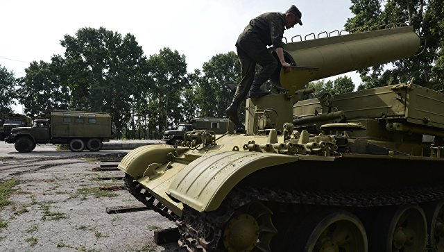 Военнослужащий на базе хранения, ремонта и восстановления военной техники. Архивное фото