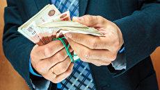 Пачка денег. Архивное фото