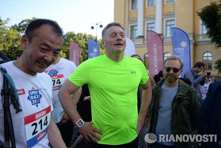 Пресс-секретарь президента РФ Дмитрий Песков во время благотворительного забега SPIEF Race