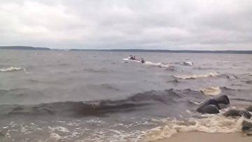 Первые кадры с места трагедии на озере в Карелии. ВИДЕО