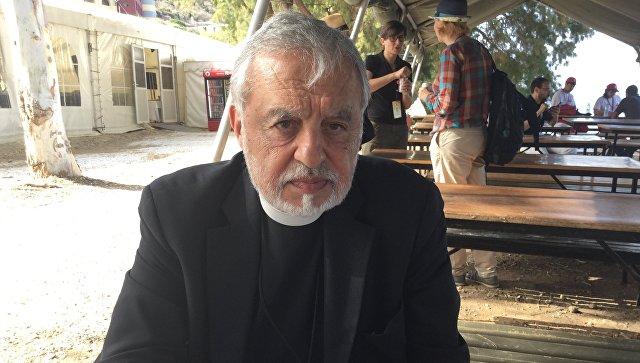 Священник Александрос Карлуцос. Архивное фото