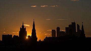 Вид на здание Министерства иностранных дел России, Московский Кремль и Московский международный деловой центр Москва-Сити с Большого Москворецкого моста. Архивное фото